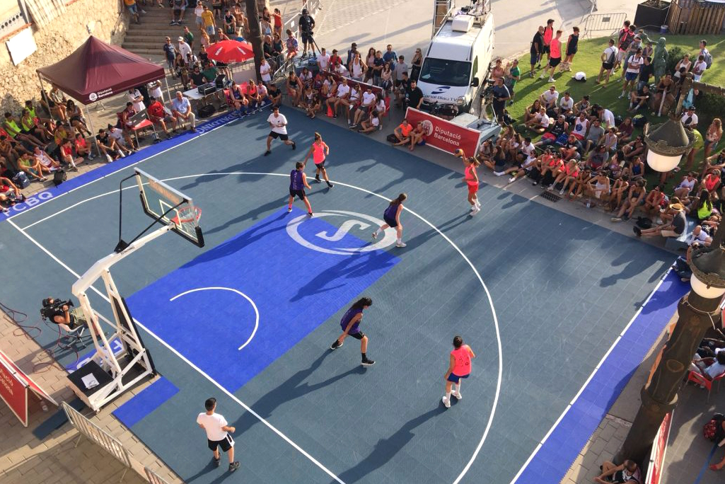 """Torneig de bàsquet que es celebra a la plaça de La Fragata, sota l'església parroquial i tocant el Passeig de la Ribera. Sempre el segon cap de setmana del mes d'agost. El """"3x3"""" es basa en el joc del bàsquet al carrer, """"Street Basket"""" . Es juga entre dos equips de quatre jugadors cada un, a un màxim de 21 punts o un temps límit."""